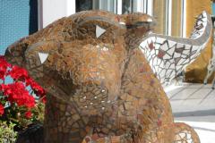 Mosaik-hund i haven