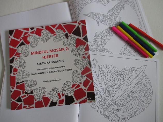 """Afstresningsmalebogen """"Mindful Mosaik 2: Hjerter"""" af Marie Elisabeth A. Franck Mortensen"""